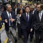 Il Premier Matteo Renzi tra Fabio Romeo, Prysmian Group Chief Strategy Officer (a sinistra) e Massimo Tononi, Presidente del CDA di Prysmian (a destra)