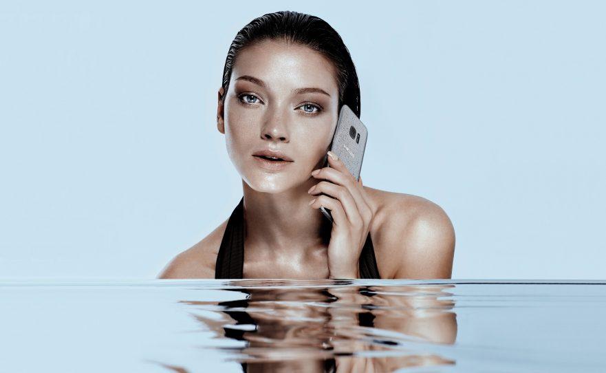 Samsung Galaxy S7 edge Silver Female Photo