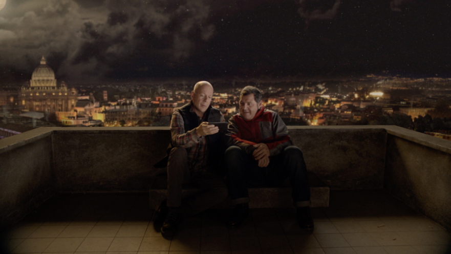 Bruce Willis, spot TV per Vodafone Christmas Card 2016